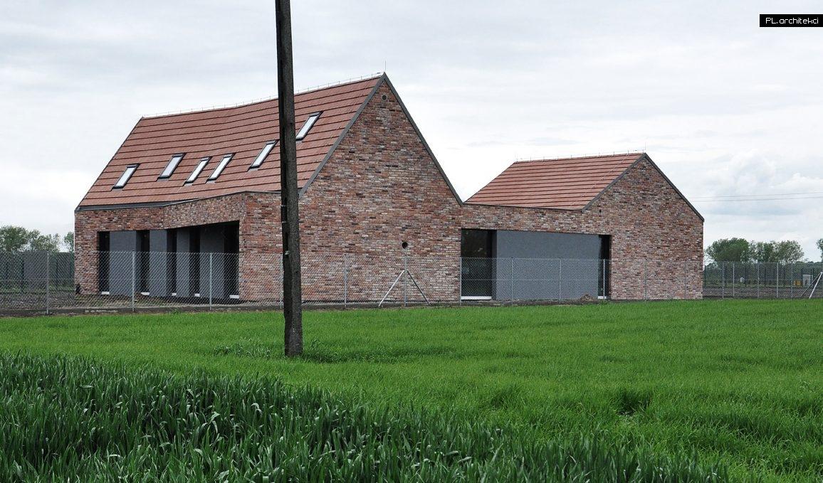 Nowoczesna stodoła - dom jednorodzinny   Niałek Wielki